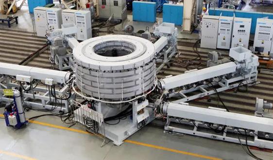"""""""大橡塑""""牌全新20米五层塑料共挤出吹塑复合膜机组一次性试车成功"""